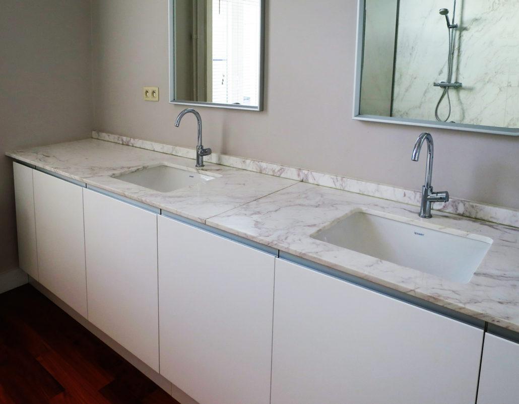 Renovatie badkamer griekse marmer david fernandez - Lavabos ontwerp ...