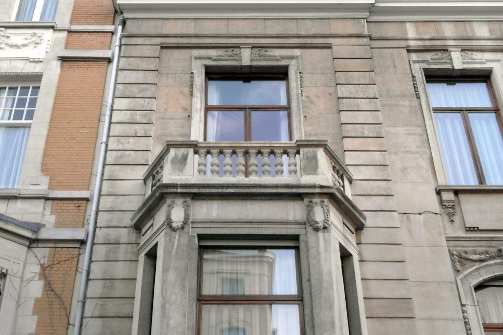 restauratie_natuursteen_balkon_Antwerpen_na_1_front_foto